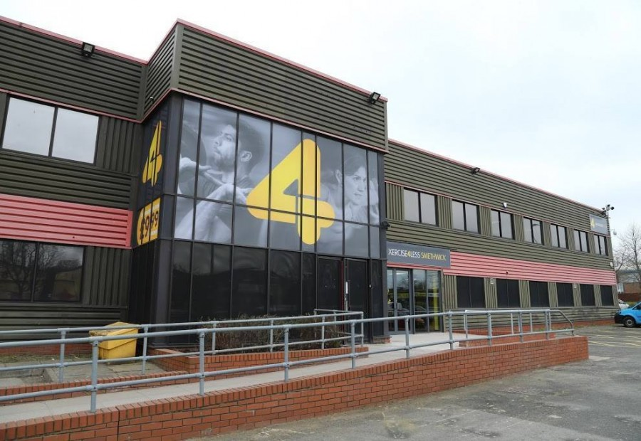 An image showing the exterior of Xercise4Less Smethwick, where the Smethwick Physiotherapy Clinic is based for Sano Physiotherapyy.